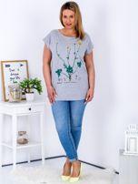 Jasnoszary t-shirt z jaskrami PLUS SIZE                                  zdj.                                  4