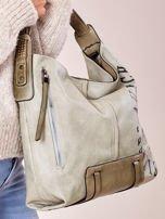 Jasnozielona torba z ćwiekami na pasku i nadrukiem                                  zdj.                                  2