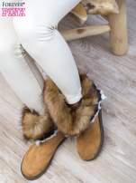Karmelowe śniegowce na płaskiej podeszwie z kolorowym futrzanym kołnierzem                                  zdj.                                  4