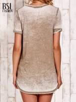 Khak t-shirt z rozcięciami efekt acid wash                                  zdj.                                  4
