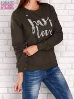 Khaki bluza z napisem JUST LOVE i perełkami                                  zdj.                                  3