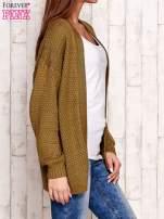 Khaki fakturowany otwarty sweter                                   zdj.                                  3