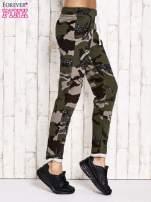 Khaki ocieplane spodnie dresowe motyw moro                                  zdj.                                  2
