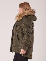 Khaki pikowana kurtka damska z futerkiem PLUS SIZE                                  zdj.                                  3