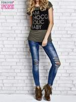Khaki t-shirt z napisem I AM CHOCOHOLIC BABY                                  zdj.                                  5