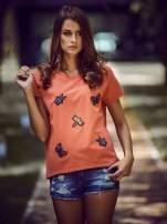 Koralowy t-shirt z aplikacją owadów                                                                           zdj.                                                                         6