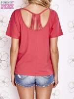 Koralowy t-shirt z napisem JE T'AIME i dekoltem na plecach                                  zdj.                                  4