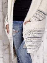 Kremowy długi włochaty sweter z kolorową nitką                                                                          zdj.                                                                         5