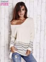 Kremowy włochaty sweter oversize z kolorową nitką                                   zdj.                                  1