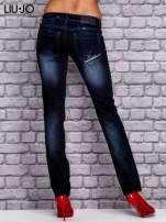 LIU JO Granatowe spodnie jeansowe z przetarciami                                  zdj.                                  2