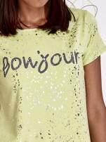 Koralowy t-shirt z napisem BONJOUR                                                                          zdj.                                                                         5