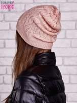 Łososiowa ażurowa czapka