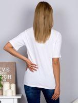 Luźny t-shirt z cekinowymi ustami biały                                  zdj.                                  2