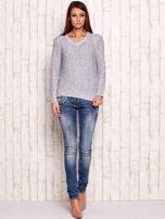 Melanżowy sweter z kolorową nicią                                  zdj.                                  4