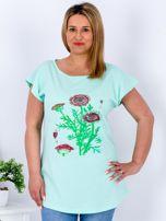 Miętowy t-shirt z kwiatowym printem PLUS SIZE                                  zdj.                                  1