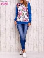 Niebieska bluza z kwiatowym nadrukiem                                  zdj.                                  2