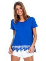Niebieska bluzka z koronkowym wykończeniem                                  zdj.                                  1