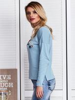 Niebieska bluzka z kwiatowym haftem                                  zdj.                                  5