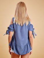 Niebieska bluzka z wycięciami na ramionach i falbaną                                  zdj.                                  2