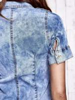 Niebieska denimowa sukienka z dekoltem na guziki                                  zdj.                                  6