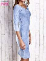 Niebieska denimowa sukienka z dekoltem w łódkę