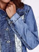 Niebieska jeansowa kurtka z koronkowymi wstawkami                                  zdj.                                  9