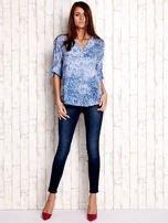 Niebieska koszula z kwiatowym motywem                                                                          zdj.                                                                         3