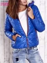 Niebieska pikowana kurtka z futrzanym ociepleniem                                   zdj.                                  1