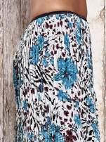 Niebieska plisowana spódnica midi z brokatem