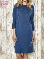 Niebieska sukienka dresowa z sercem z dżetów                                  zdj.                                  1