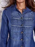 Niebieska sukienka jeansowa z plecionymi elementami                                  zdj.                                  6