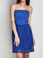 Niebieska sukienka koktajlowa z ażurowym dołem                                  zdj.                                  1