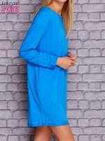 Niebieska sukienka oversize z kieszeniami                                  zdj.                                  3