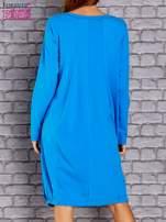 Niebieska sukienka oversize ze ściągaczem na dole                                   zdj.                                  4