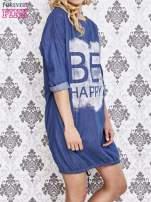 Niebieska sukienka z napisem BE HAPPY                                  zdj.                                  3
