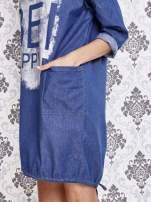 Niebieska sukienka z napisem BE HAPPY                                  zdj.                                  5