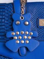 Niebieska torba z zawieszką z motywem skóry węża                                  zdj.                                  5