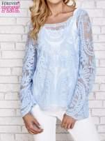 Niebieski ażurowy sweterk mgiełka z rozszerzanymi rękawami                                  zdj.                                  1