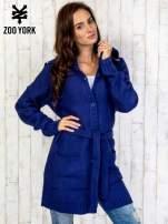 Niebieski długi sweter z wiązaniem                                  zdj.                                  3