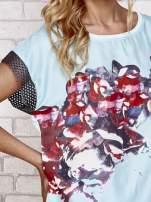Niebieski kwiatowy t-shirt ze skórzanymi rękawami                                  zdj.                                  5