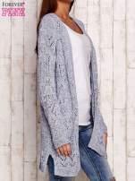 Niebieski melanżowy ażurowy sweter                                                                           zdj.                                                                         3