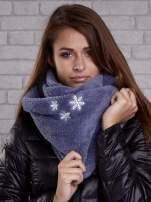 Ciemnoniebieski pluszowy komin zimowy z nadrukiem śnieżynek