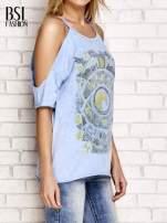 Niebieski t-shirt cut out shoulder z azteckim nadrukiem                                                                          zdj.                                                                         3