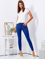 Niebieskie jeansowe rurki ozdobione perełkami                                  zdj.                                  4