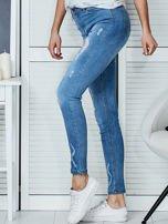 Niebieskie jeansowe spodnie skinny z koronkowymi wstawkami                                  zdj.                                  5