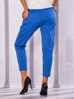 Niebieskie materiałowe spodnie z wiązaniem                                  zdj.                                  2