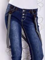 Niebieskie przecierane spodnie jeansowe z szelkami                                                                          zdj.                                                                         7