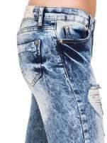 Niebieskie rurki jeansowe marmurki z fantazyjnymi rozdarciami                                                                          zdj.                                                                         8