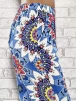 Niebieskie spodnie dzwony w etniczne wzory                                  zdj.                                  6