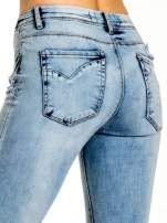 Niebieskie spodnie jeansowe skinny z dziurami na kolanach i haftem                                                                          zdj.                                                                         6